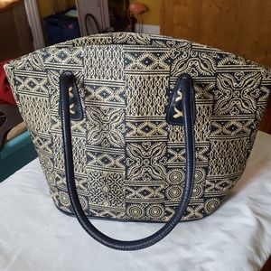 Handbags - Adorable woven/rattan looking navy blue tote